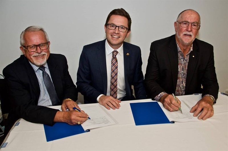 Landcare Victoria and Vic Catchments sign landmark MOU
